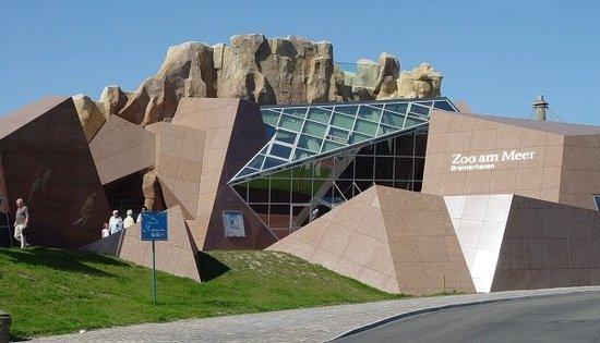 bremerhaven-zoo-entrance.jpg