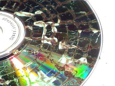 CDdefragmateesana_mikrovilnu_kraasnii.jpg